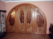 арочные деревянные входные двери