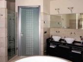 двери в ванную комнату из стекла