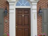 деревянные входные двери в коттедж