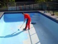 нанесение гидроизоляции в бассейне
