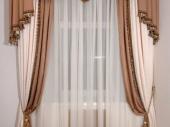 контрастные ламбрекены на шторах