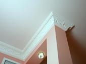 Плинтус полиуретановый потолочный