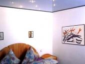 Потолки в спальне фото