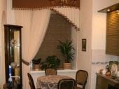 ассиметричные шторы для кухни