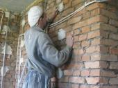 выравнивание стен штукатуркой по маякам