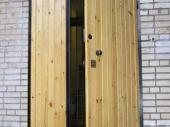 тамбурные двери с отделкой из дерева