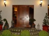 двустворчатые деревянные входные двери